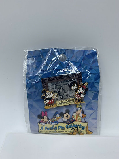 Walt Mickey Minnie Peter Pans Flight WDW A Family Pin Gathering LE 1500