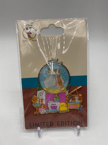 The Aristocats DEC Christmas Snow Globe LE 250 Pin Duchess O'Malley