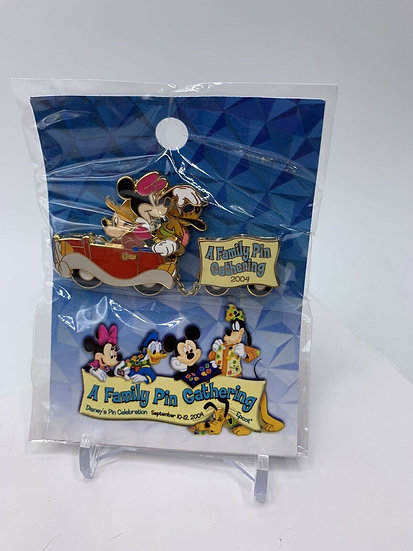 Mickey Minnie & Pluto Car WDW A Family Pin Gathering LE 1000 Going Home