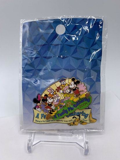 Mickey Minnie Mouse Donald & Daisy WDW A Family Pin Gathering LE 750 Pin