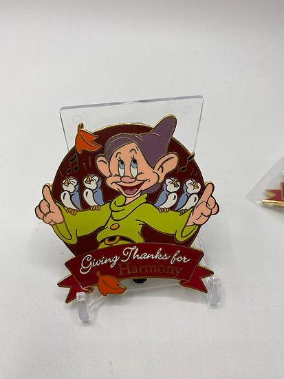 Dopey Giving Thanks for Harmony LE 100 Auctions Pin Snow White 7 Dwarfs