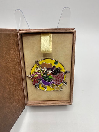 Hocus Pocus WDW Fairytale Book LE 500 Box Pin 20 Years of Trading