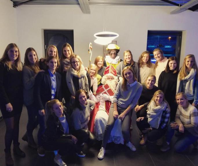 De Sint op bezoek tijdens onze vergadering, 2016