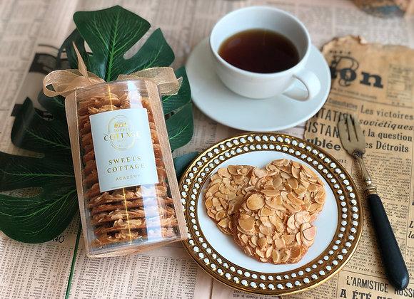 Crispy almond cookie
