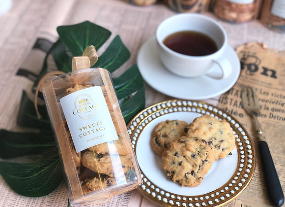 B14 Crunchy chocolate chip cookie