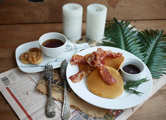 Pancake 3 pcs and 3 bacon with syrup