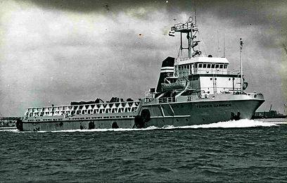 TENDER CARRIER 1974-2.JPG