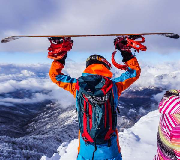 Old-mountain-snowboard