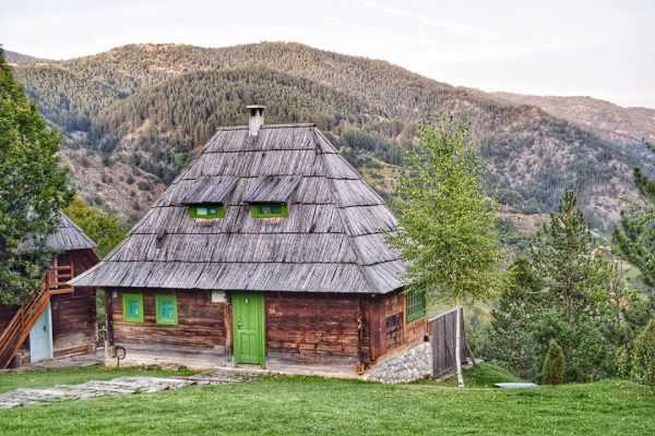 Wooden-town-Mecavnik-Kusturica