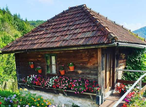 House-in-Serbian-mountains