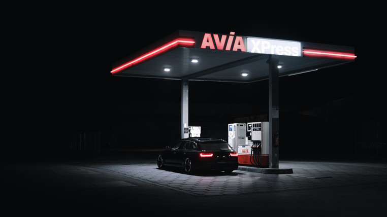 Audi A6 - Airride - Fuel Station Night