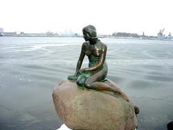 デンマークのご紹介(人魚姫の像)