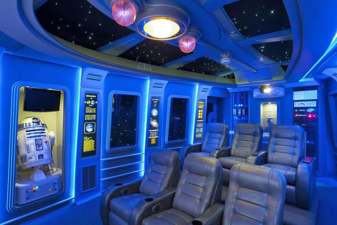 3 salas de home theater com temática geek