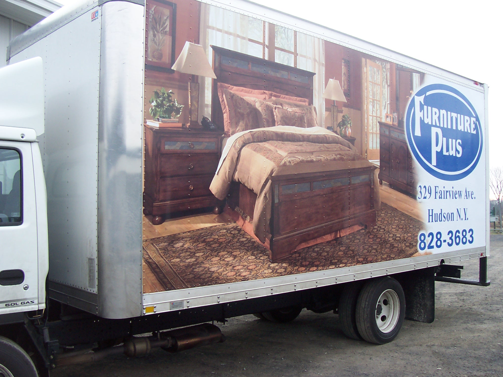 furniture plus truck 1 002.jpg