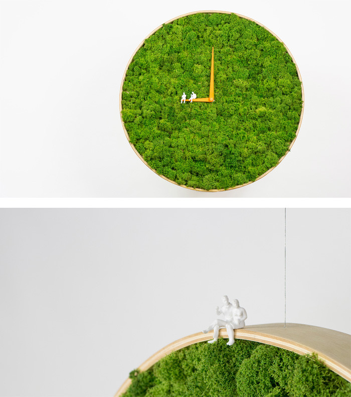 Preserved Moss in art and design - Clock