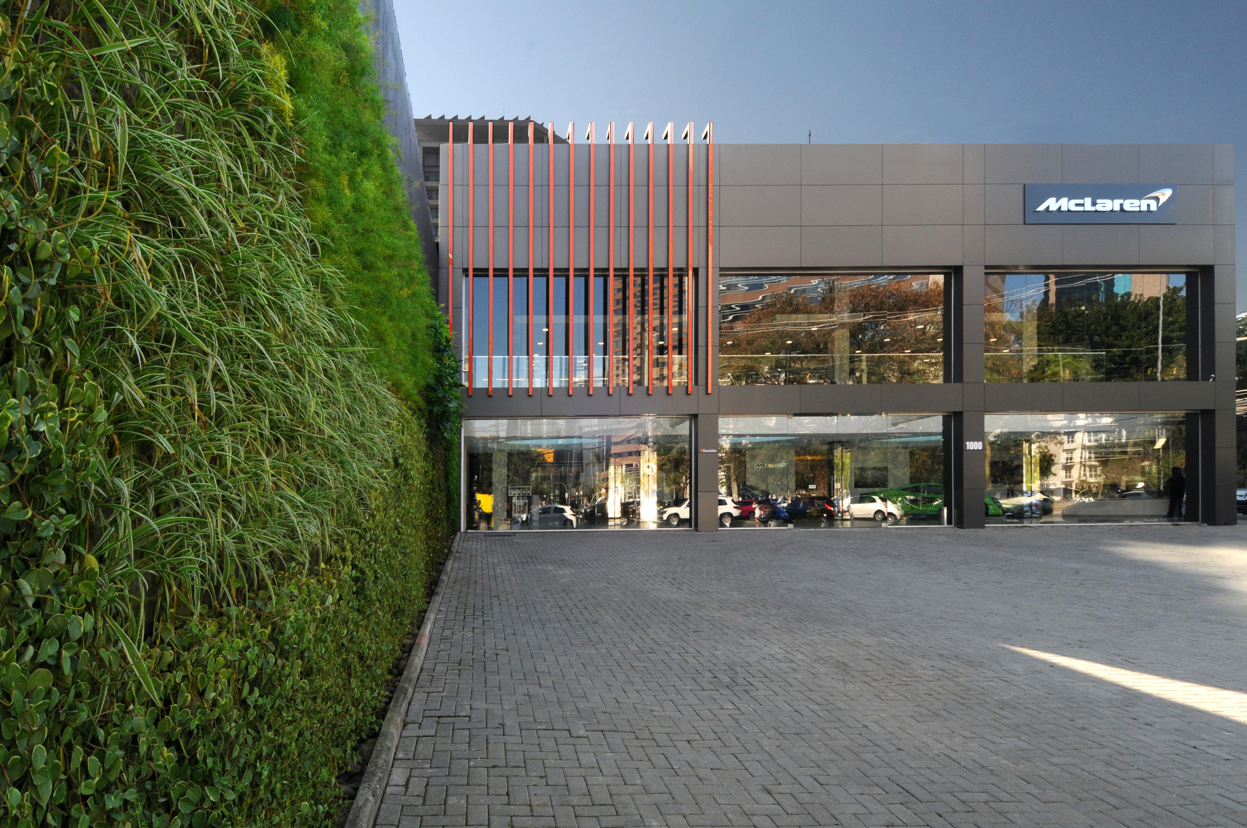 Natural Vertical Garden - exterior 01