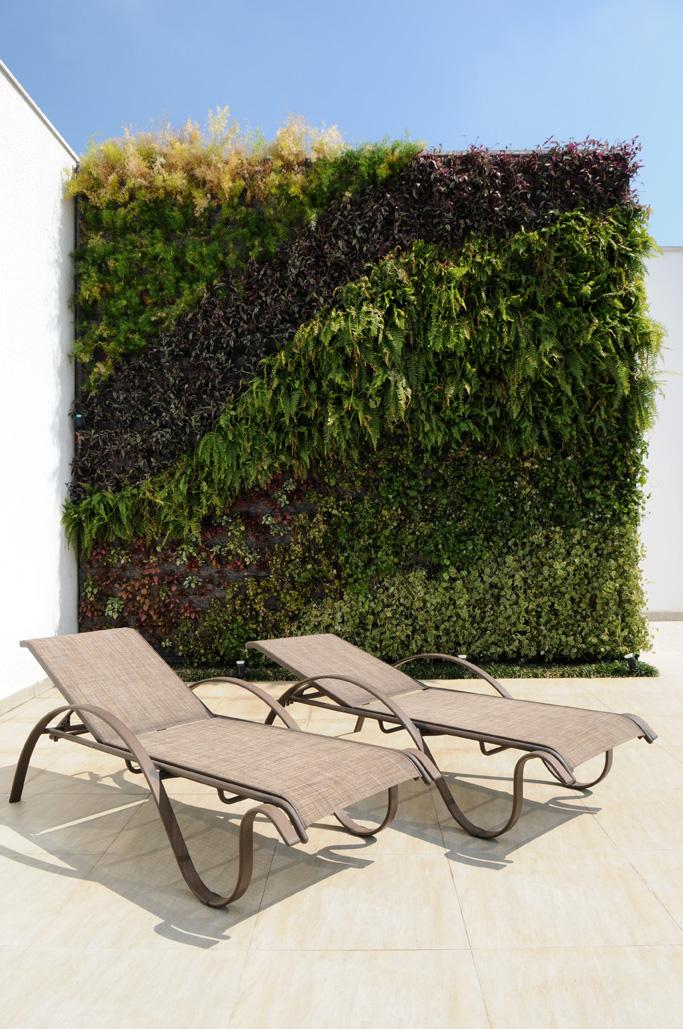 Natural Vertical Garden - exterior 03