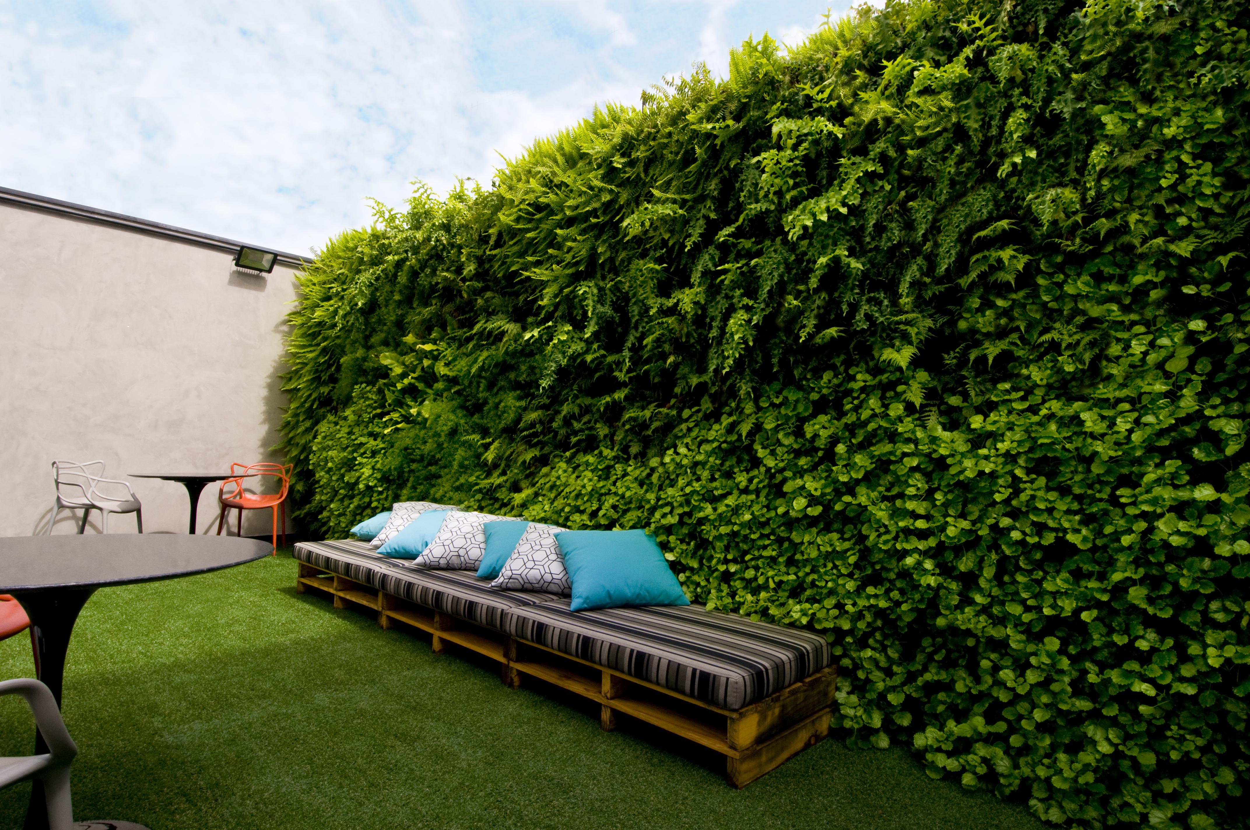 Natural Vertical Garden - exterior 07