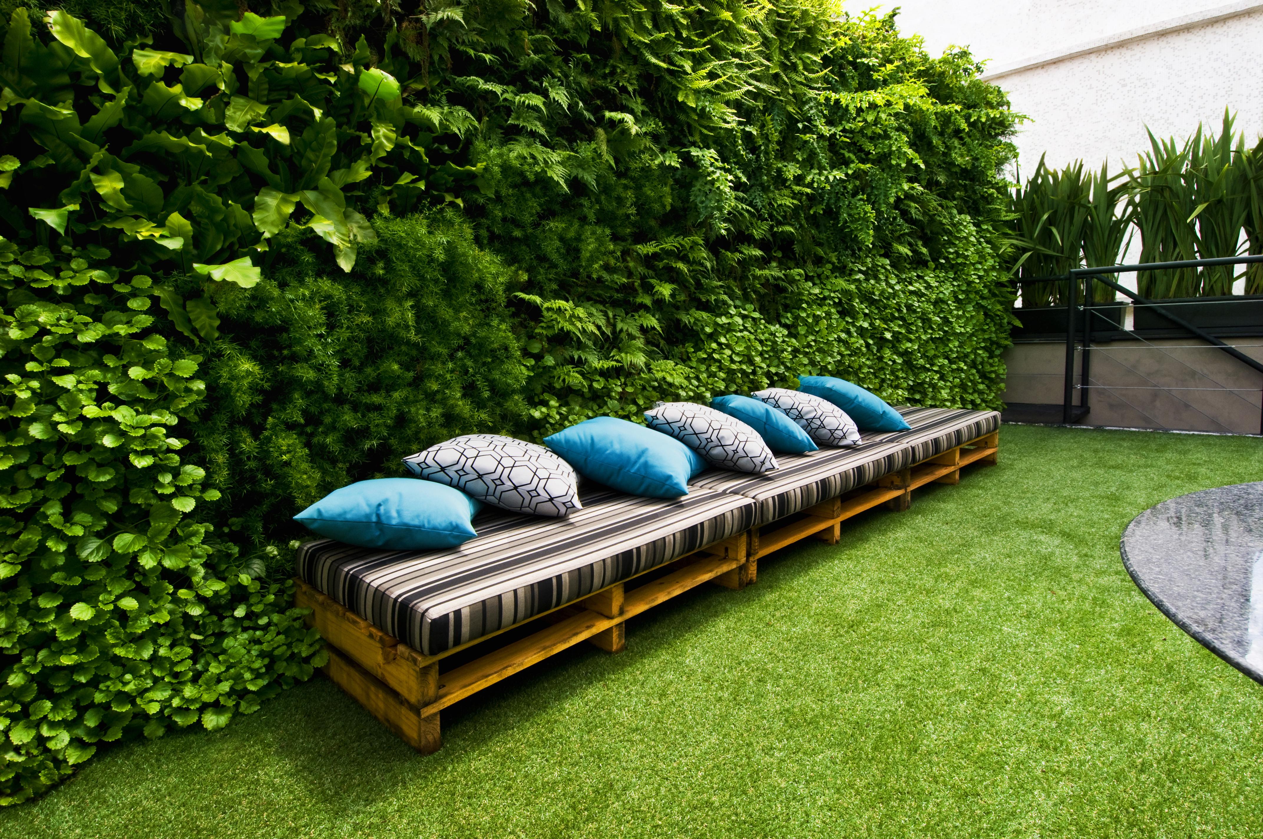 Natural Vertical Garden - exterior 08
