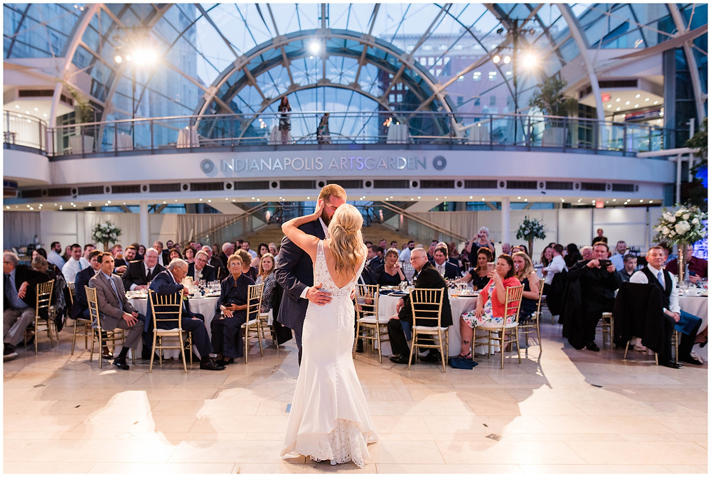 Indianapolis-artsgarden-wedding-photos