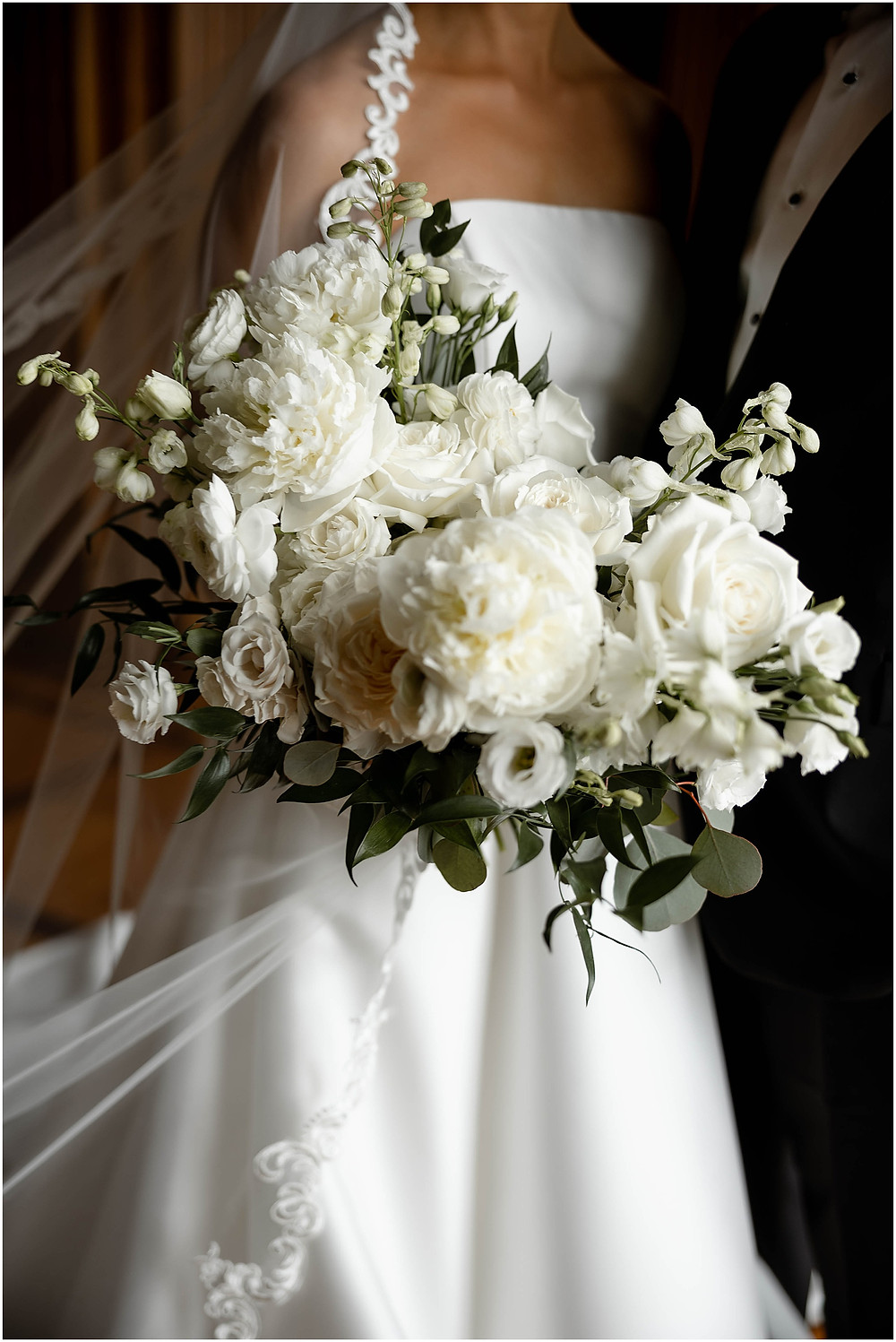 Pomp-and-bloom-wedding-flowers