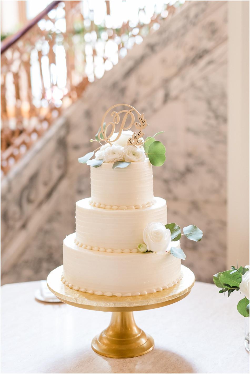 Classic-cakes-camel-wedding-cake