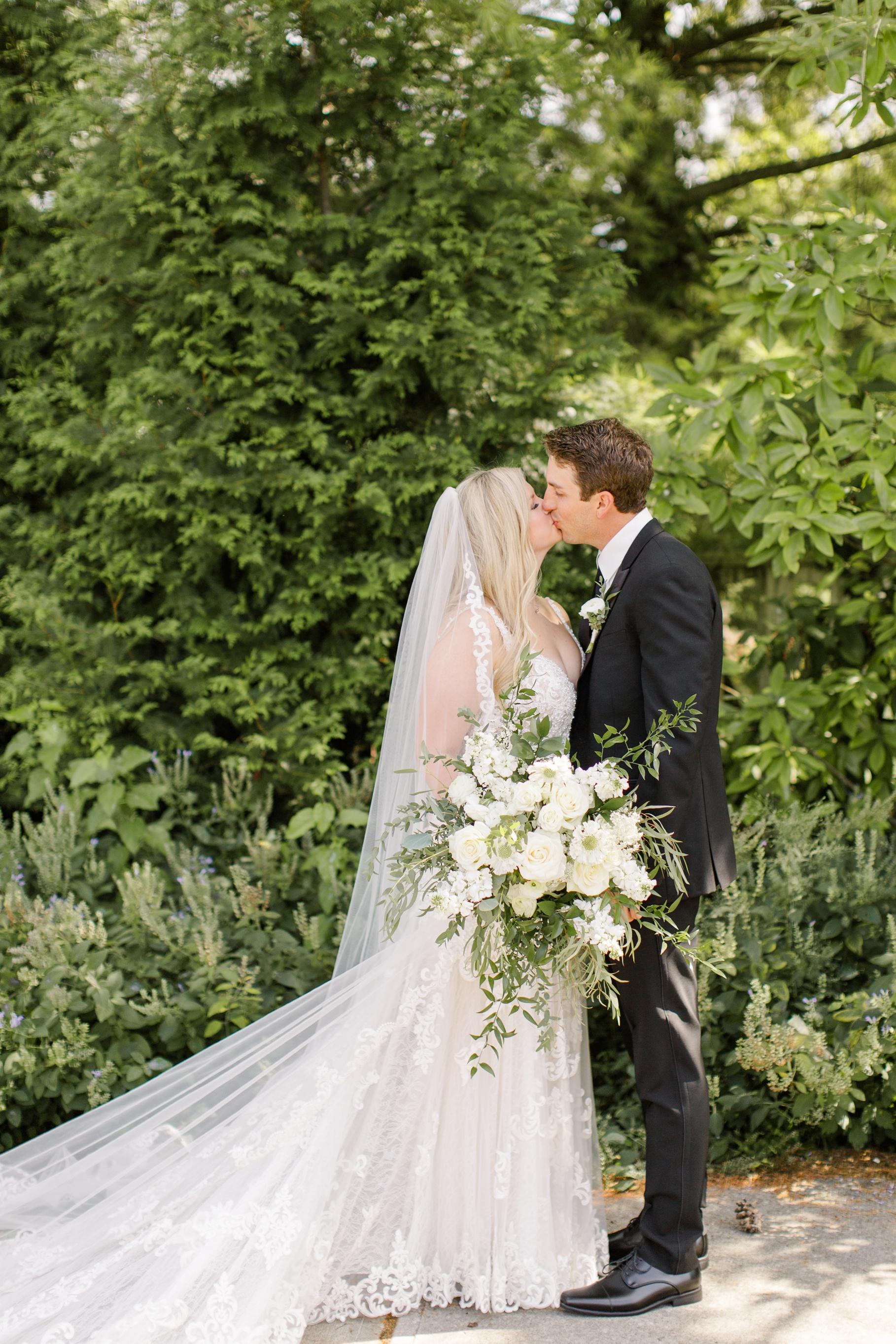 Romantic-wedding-photography-poses