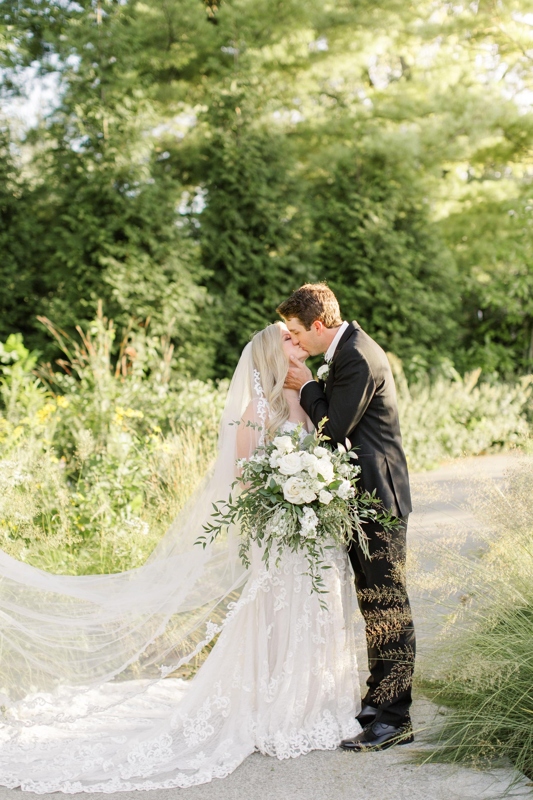 Romantic-wedding-photographers-in-indianapolis
