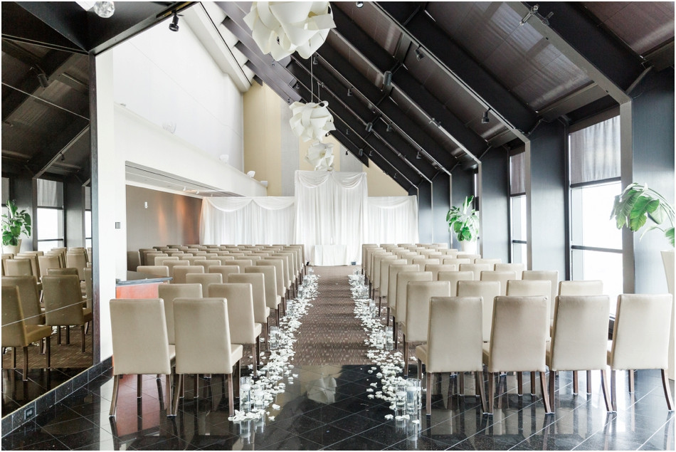 Indianapolis-skyline-club-wedding-ceremony