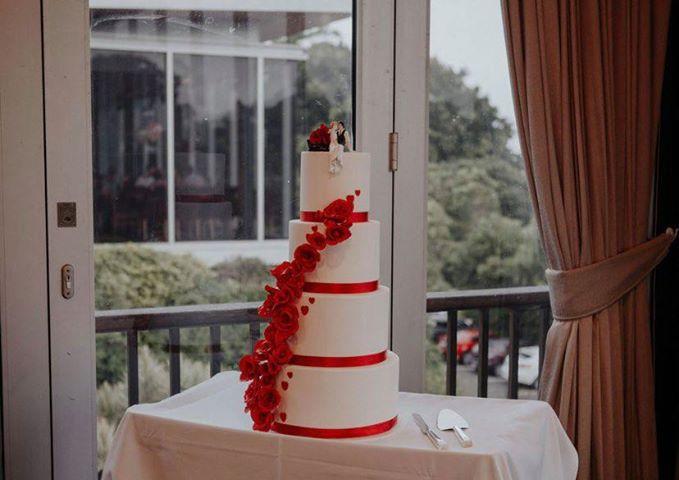 4 four teir wedding handcraft red roses