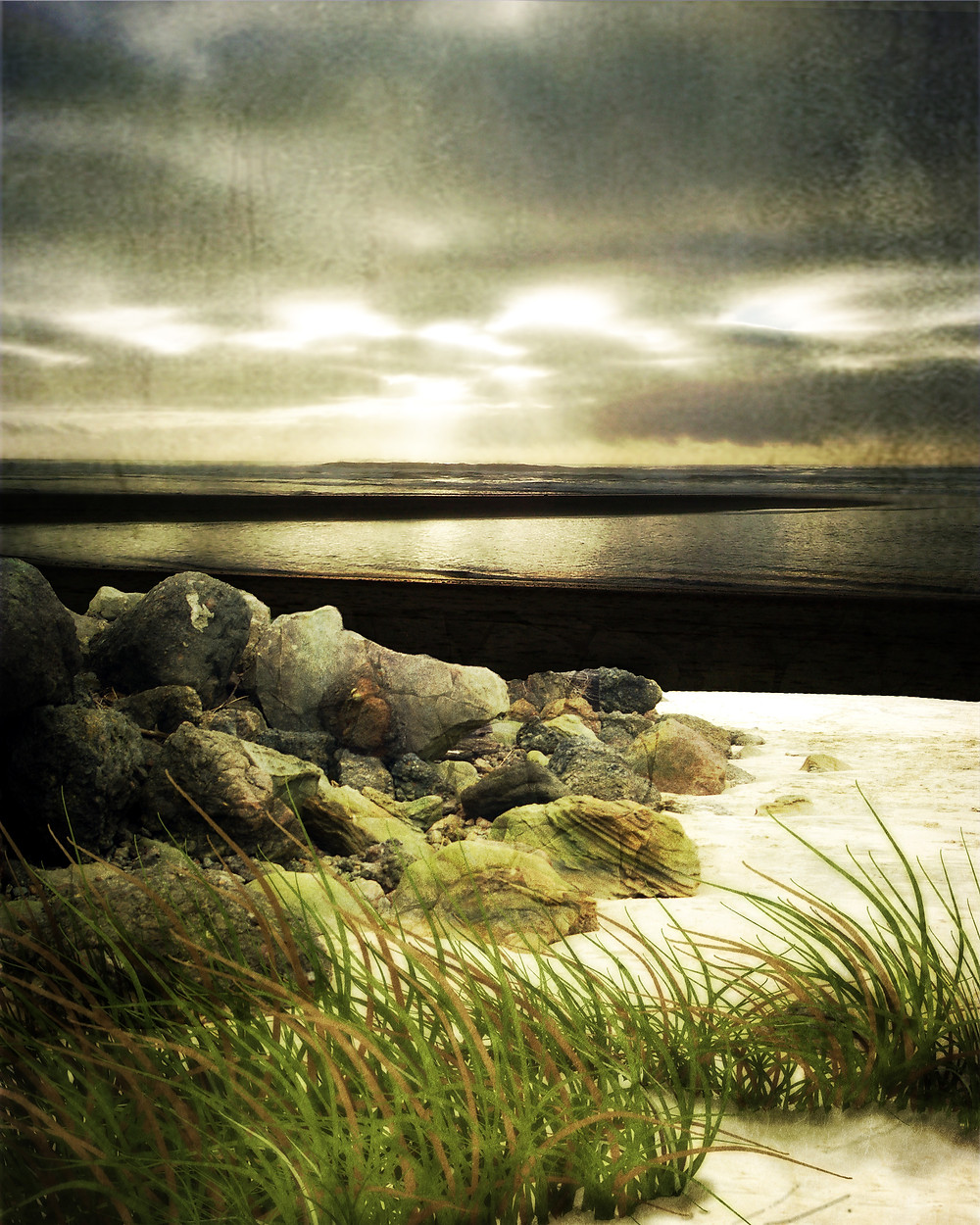 Exploring atmosphere with raster and Photoshop brush elements