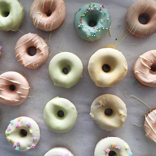 24 x Petite Cake Donuts