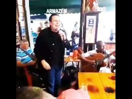 """""""Errei e peço desculpas"""", diz Paes após aglomerar sem máscara em bar no Rio"""