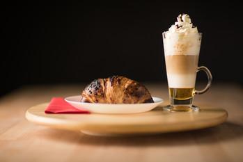 Ételfotózás Kávé Croissant