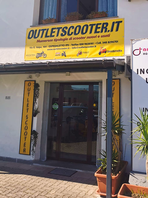 Showroom outletscooter