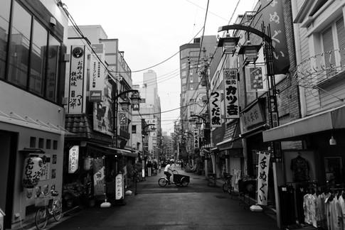 tokyo_deliveryman_bw.jpg