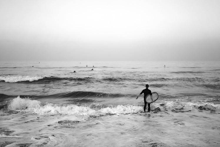 manhattan_beach_surfers2_bw.jpg