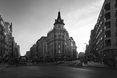 barcelona_intersection_bw.jpg