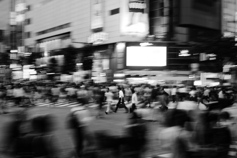 shibuya_businessman_bw.jpg