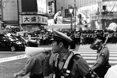 tokyo_policeman_bw.jpg