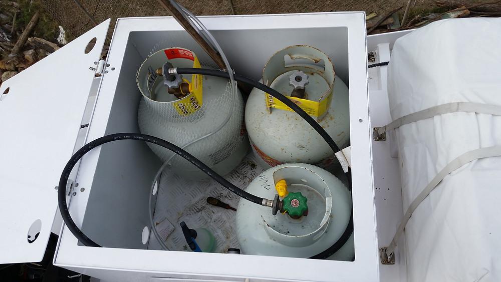 Gas bottle locker