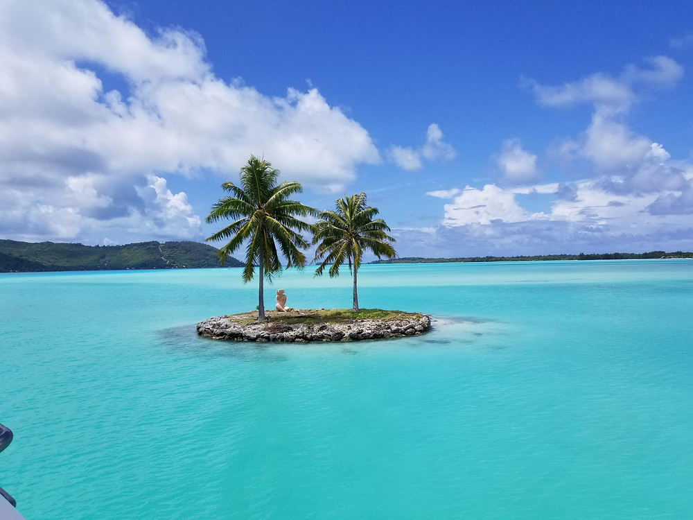 A little island that greets you on Bora Bora