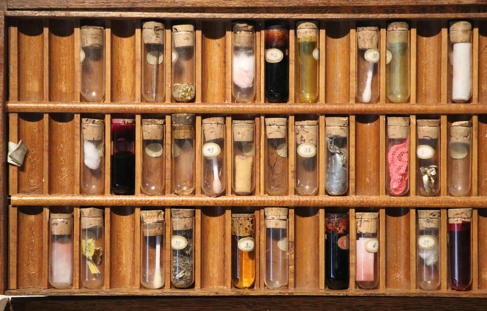 extrmem close up vials  copy 1920 pix -