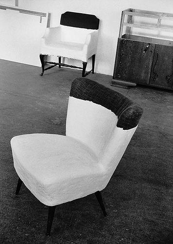 Plaaster op stoelen.jpg