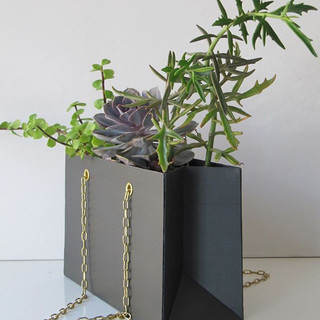 My handbag is a slate planter.__Mon sac