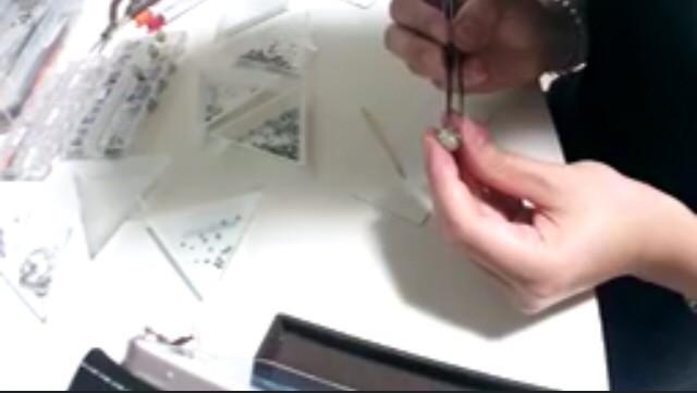 イヤリングのデコを2パターン作り終わりましたが 配信内ではどちらも完成せず…! 画像はまた今度!