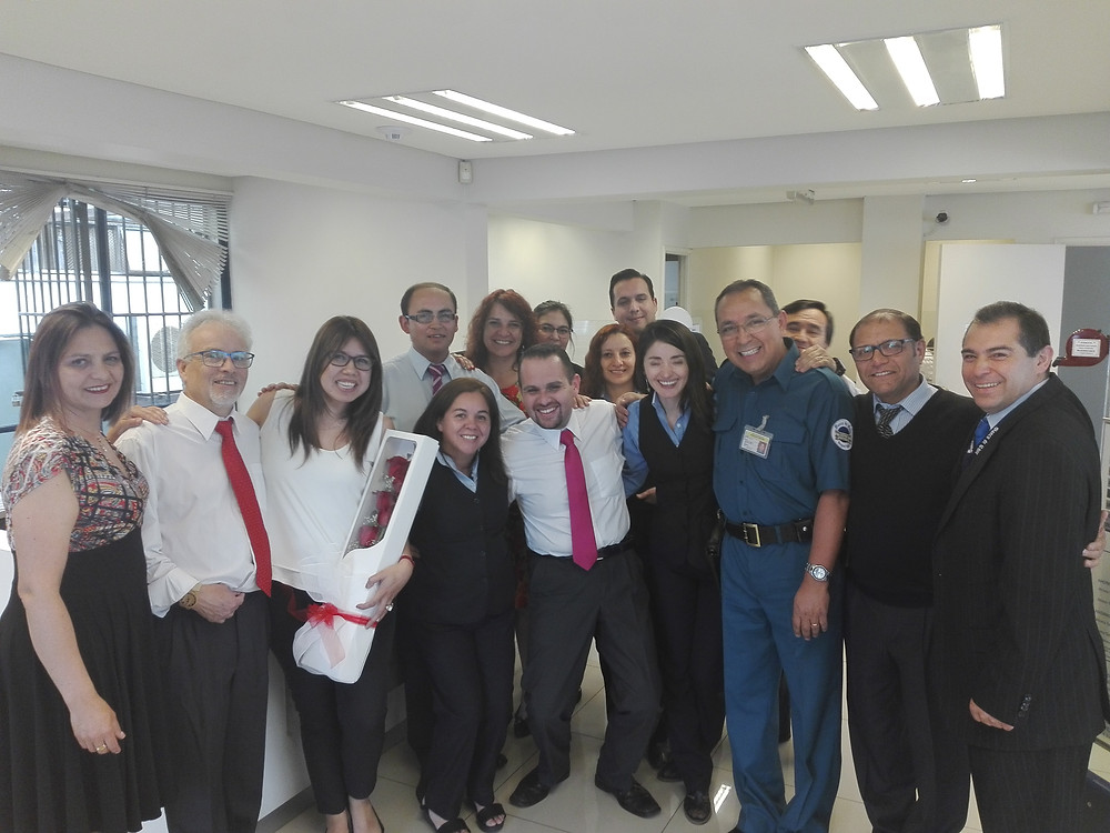 Los fundiocnarios de la oficina Puente Alto se suman a los reconocimientos de Emilia Sazo.