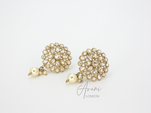 Leena Delicate Stud Earrings - Cream