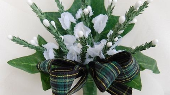 White heather buttonhole - BH001