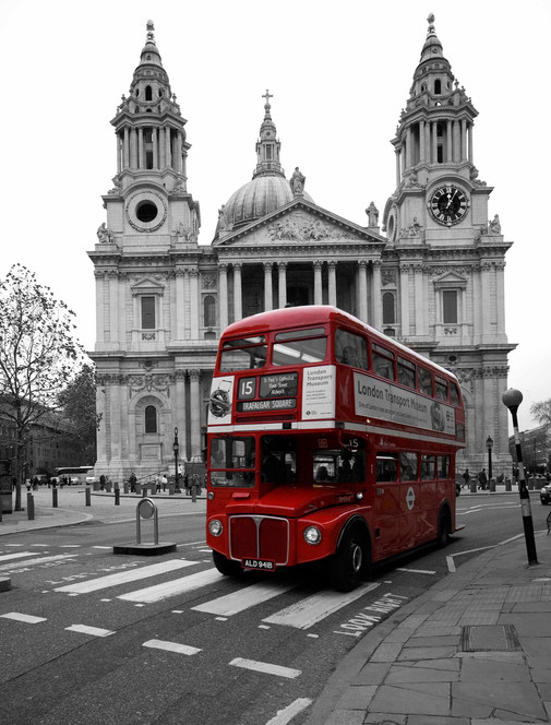 Routemaster outside St Paul's